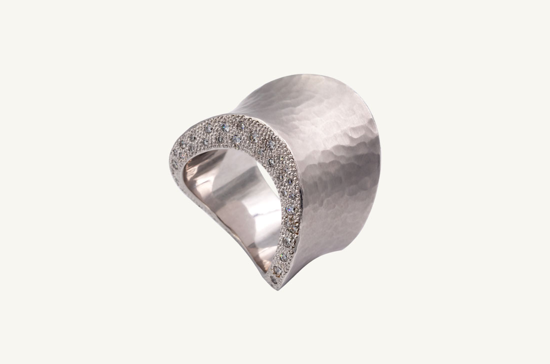 Waves - white gold and diamonds
